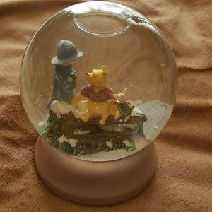 Classic Pooh snow globe